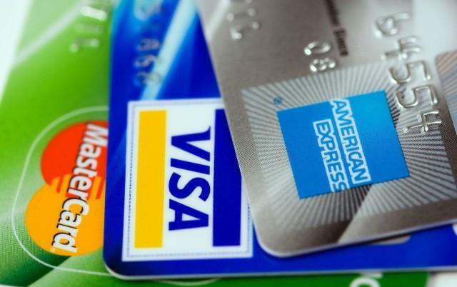 Počet kreditných kariet na Slovensku rastie
