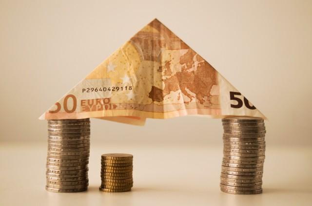 Úvery na bývanie v júni stúpli o 286 mil. eur